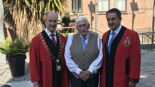 Seamus Mallon with Mayor of Drogheda, Pio Smith (L), and Deputy Mayor Richie Culhane