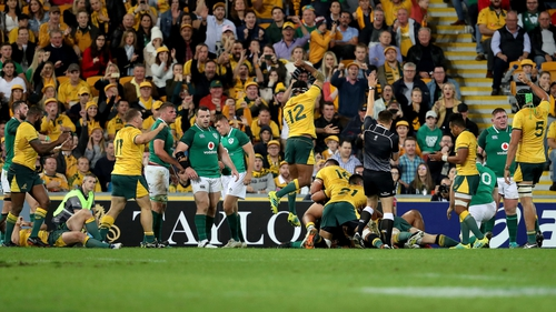 Australia players celebrate David Pocock's try