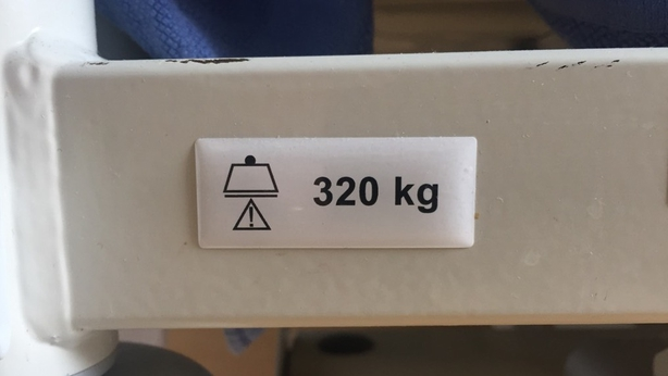 Hospital bed 320 kg capacity