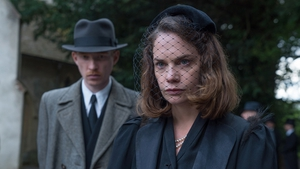Domhnall Gleeson and Ruth Wilson in The Little Stranger