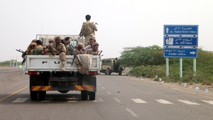 Yemeni forces and Saudi-led coalition send reinforcements toward Hodeidah port