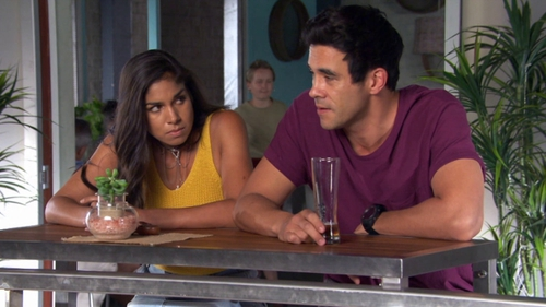 Who is justin dating in home and away