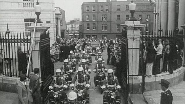 President-elect Erskine Childers arrives at Dublin Castle (1973)