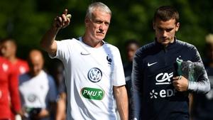 Didier Deschamps gives Antoine Griezmann a few pointers