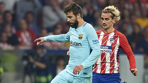 Gerard Pique (L) in action against Antoine Griezmann