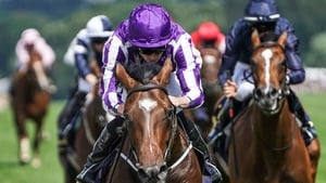 Ryan Moore (L) rides Kew Gardens to victory