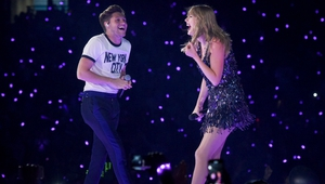Horan and Swift on stage on Friday night