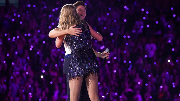 Watch Robbie Williams sing 'Angels' with Taylor Swift at Wembley