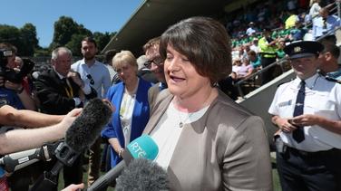 Ceannaire an DUP, Arlene Foster cáinteach faoi Fhéile Iarthar Bhéal Feirste.