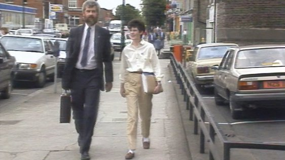 Karen Gearon and unidentified man, Mespil Road, Dublin (1988)