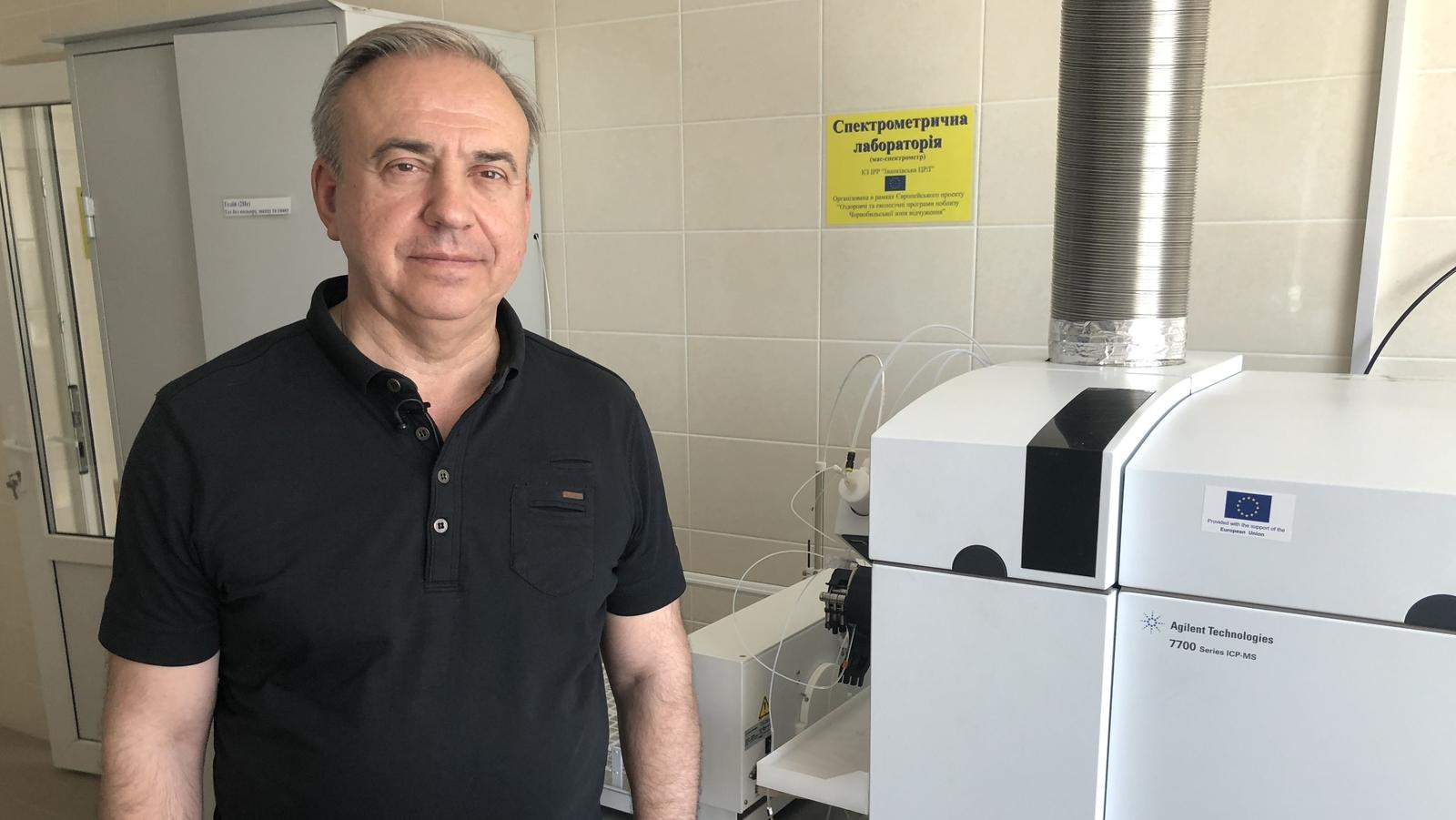 Image - Professor Yury Bandashevsky in his lab