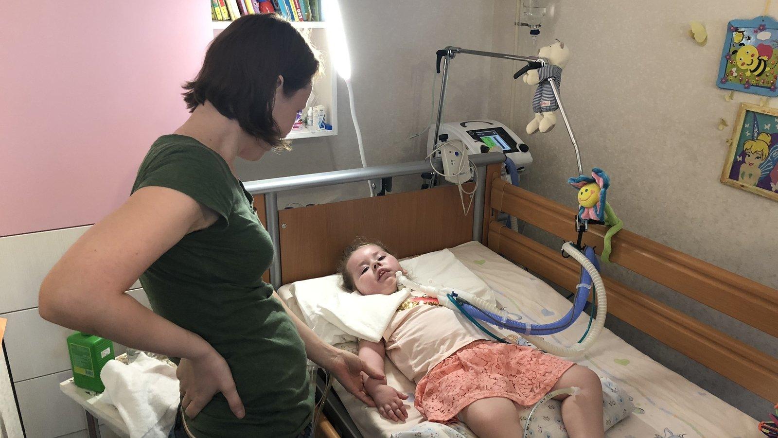 Image - Lena Vlasova caring for daughter Sasha