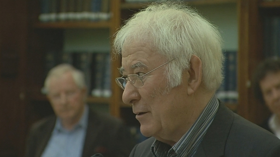 Seamus Heaney at the National Library of Ireland (2011)