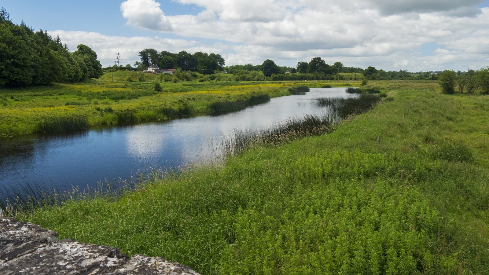 Image - The Shannon crosses through the Suck Valley Way in Co Roscommon