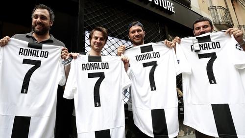 official photos 4c555 edb0e Ronaldo completes €100m Juventus switch