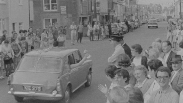 Darlin' Girls arrive in Miltown Malbay (1968)