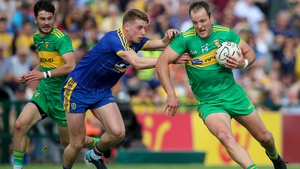 Michael Murphy of Donegal with Niall McInerney of Roscommon
