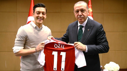 Bellerin takes swipe at Ozil critics following Arsenal team-mate's global retirement