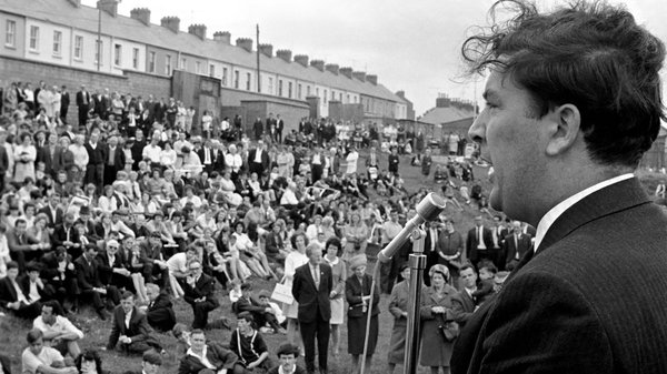 John Hume addresses a meeting in Derry following violence at the Apprentice Boy Parade, August 1969. Photo: Mirrorpix via Getty Images