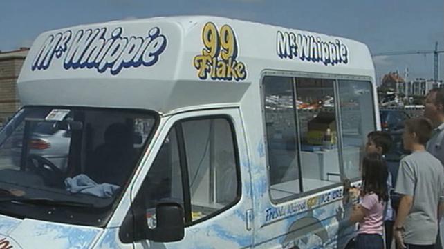Queue at ice cream van, Dublin (2003)