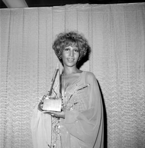 Aretha Franklin poses for a portrait backstage at the American Music Awards holding the trophy that she won for 'Favorite Soul/R&B Artist' at the Santa Monica Civic Auditorium on January 31, 1977.