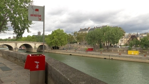 Public urinals rolled out in Paris