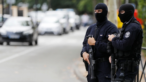 Daesh claims knife attack killing 2 near Paris