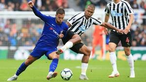Salomon Rondon (C) challenges Chelsea's Belgian midfielder Eden Hazard