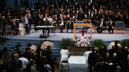 Family, friends and fans of Aretha Franklin offered a rousing farewell on Friday at an eight-hour service