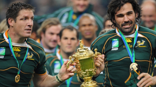 Matfield (r) with the Webb Ellis cup in 2007