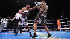 Amir Khan beat Samuel Vargas on points