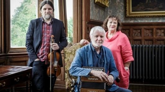 Maighread Ní Dhomhnaill, Máirtín O'Connor and Séamie O'Dowd in session