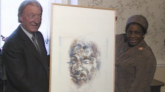 Charles Haughey and Adelaide Tambo with a portrait of Nelson Mandela by Louis Le Brocquy (1988)