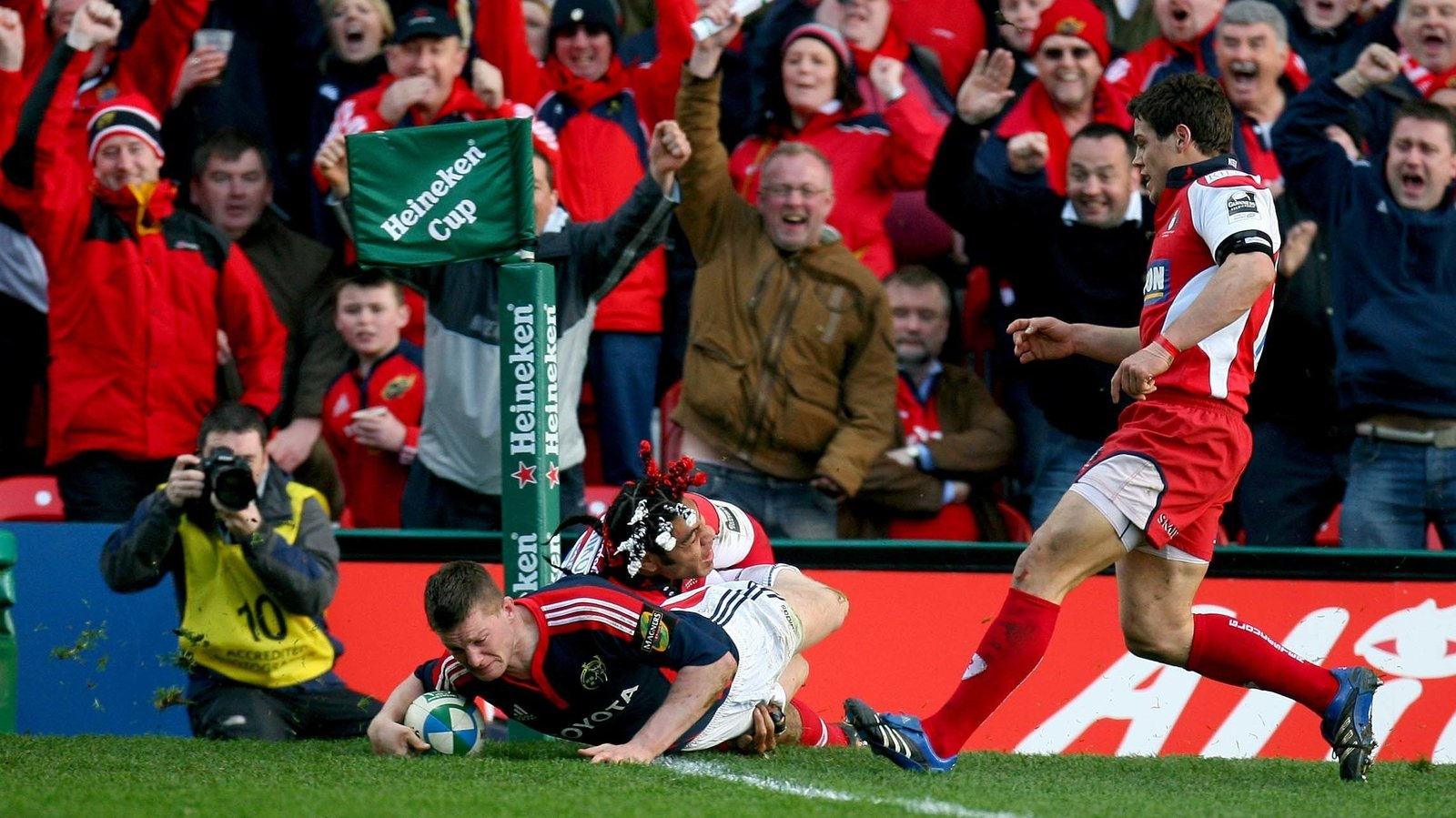 Image - Hurley gets over the line against Gloucester, but the 'try' was ruled out by the TMO
