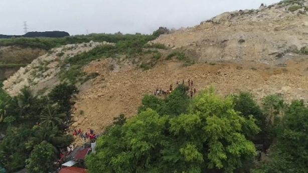 Massive landslide kills 21, buries dozens of homes in Philippines