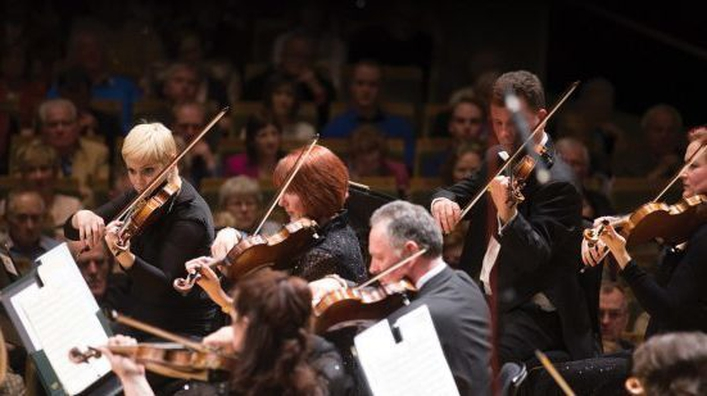 Join Liz Nolan for a festive programme with the RTÉ NSO