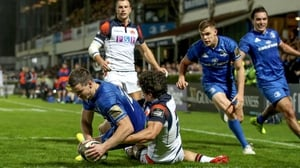 Jonathan Sexton goes over for Leinster
