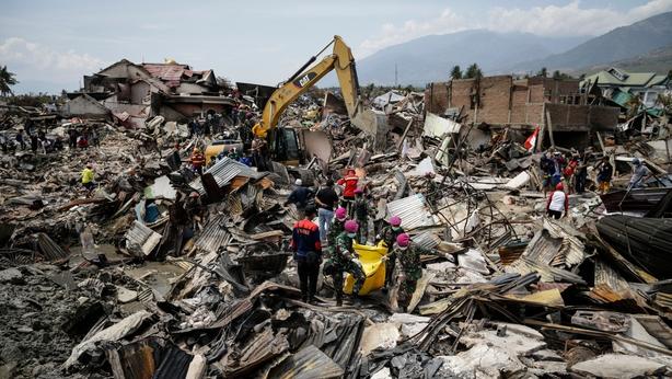 Indonesia quake and tsunami: Death toll rises past 2,000