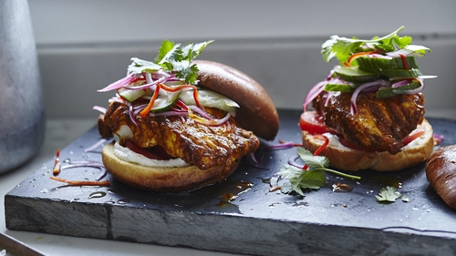 How to make Joe Wicks' tandoori cod burgers