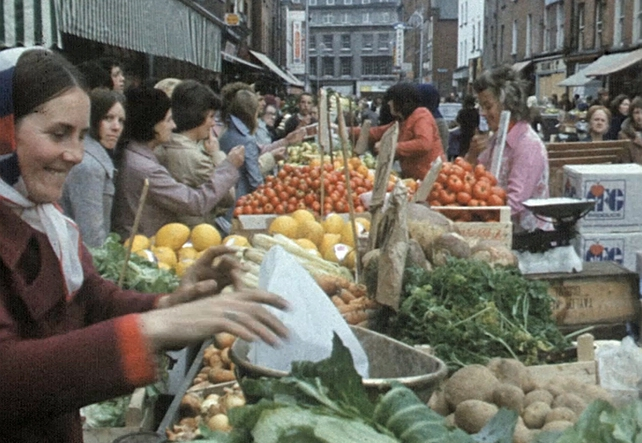 Moore Street Traders at work (1973)