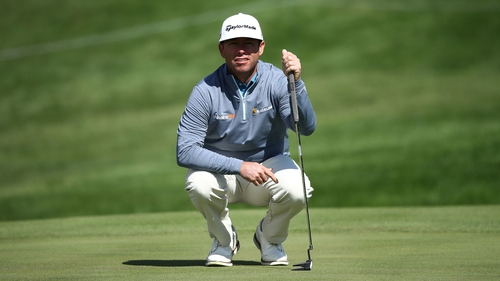 Chez Reavie eyes up a put on the way to taking the lead