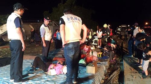 Seventeen killed and 101 injured in Taiwan train derailment
