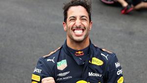 Daniel Ricciardo celebrates taking pole