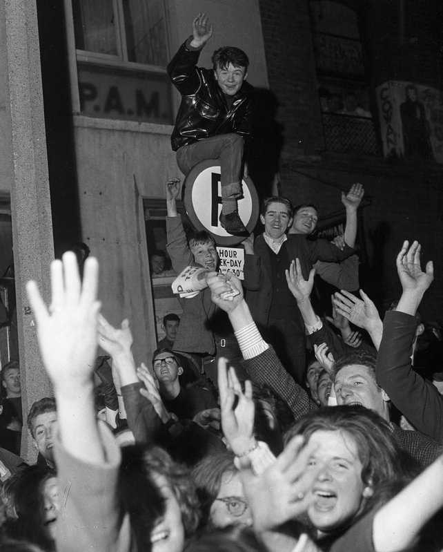 Beatles Fans in Dublin (1963)