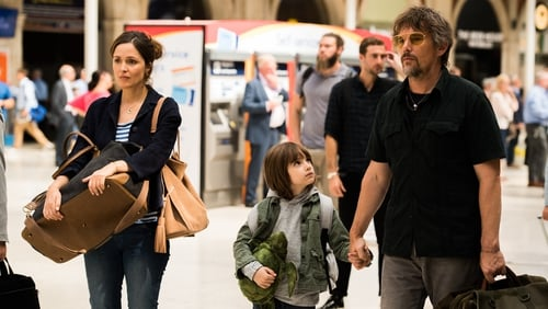 Rose Byrne as Annie, Azhy Robertson as Jackson and Ethan Hawke as Tucker in Juliet, Naked