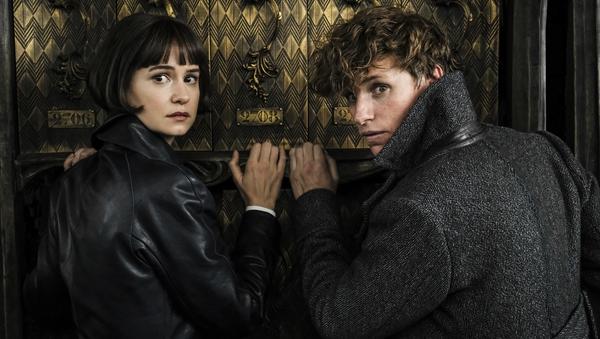 Katherine Waterston and Eddie Redmayne in 'Fantastic Beasts: The Crimes Of Grindelwald