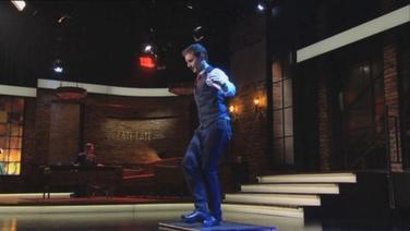 David Geaney as an Daingean ag taispeáint a scileanna ar chlár an Late Late Show