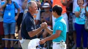 Matt Kuchar shakes hands with Whee Kim after his