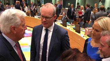 Ó chlé:Michel Barnier, Simon Coveney agus Helen McEntee (An tAire ar Ghnóthaí Eorpacha) i láthair sa Bhruiséal ar maidin