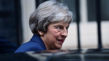 Theresa May, Príomh-Aire na Breataine ag Sráid Downing inniu